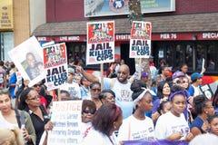 NEW YORK, EUA - 23 DE AGOSTO DE 2014: março dos milhares em Staten Islan Fotos de Stock Royalty Free