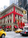 NEW YORK, EUA - 3 DE DEZEMBRO: Loja luxuosa na 5a avenida, decorada Imagens de Stock
