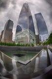 NEW YORK - EUA - 13 de junho de 2015 povos aproxima a torre e o 9/11 da liberdade Fotografia de Stock Royalty Free