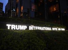 New York, EUA - 29 de maio de 2018: Hotel internacional e Towe do trunfo fotografia de stock
