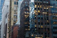NEW YORK, EUA - 27 DE NOVEMBRO DE 2017: 5a avenida e 45nd rua, Midtown M Imagens de Stock