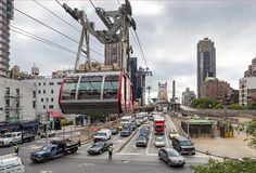 NEW YORK, EUA - 26 DE SETEMBRO DE 2013: tráfego na rua do leste 60th Imagem de Stock