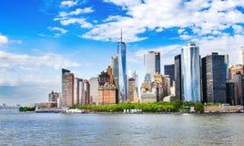 New York, EUA Opinião da skyline do Lower Manhattan com arquiteto urbano fotos de stock royalty free