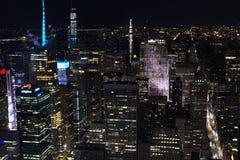 New York från himmel på natten royaltyfria bilder