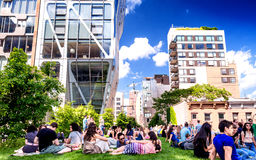 NEW YORK - 15 GIUGNO 2013: Alta linea parco in NYC L'alta L Immagini Stock