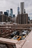 New York horisont av den Manhattan och brooklyn bron arkivbild