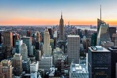 New York horisont på solnedgången Arkivbilder