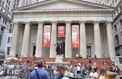 New York, il 3 agosto: Corridoio federale con la statua di George Washington da Manhattan a New York Immagini Stock