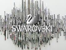 New York, il 1° giugno 2011: Il simbolo ed il logo del cigno di Swarovski su w Fotografia Stock Libera da Diritti