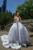NEW YORK - 13 juin : Poses modèles de Kalyn Hemphill dans le Central Park Images libres de droits