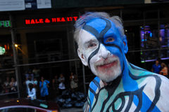 NEW YORK - 26. JULI: Aktmodelle, Künstler nehmen zu New- York Citycentral park während des ersten offiziellen Körper-Malerei-Erei Stockfotos