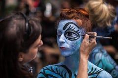 NEW YORK - 26. JULI: Aktmodelle, Künstler nehmen zu New- York Citystraßen während des ersten offiziellen Körper-Malerei-Ereigniss Lizenzfreie Stockfotos