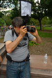 NEW YORK - JULI 26: Fotograaf die modellen schieten tijdens eerste officiële Lichaam het Schilderen Gebeurtenis stock afbeeldingen