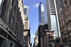 New York, am 2. Juli: Reihe des historischen Gebäudes in Midtown Manhattan von New York City in Vereinigten Staaten Lizenzfreie Stockfotografie
