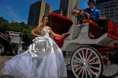 NEW YORK - June 13: Model Kalyn Hemphill poses in front of horse carriage Stock Photography