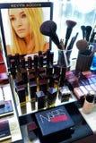 NEW YORK - 13 juni: De kosmetische lijn van Kevyn Auqoin Stock Foto