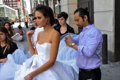NEW YORK - 13 juni: Modelkalyn hemphill en stilistenbemanning Stock Afbeelding