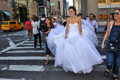 NEW YORK - 13 juni: Modelkalyn hemphill en stilistenbemanning Stock Foto