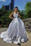 NEW YORK - 13 juni: Modelkalyn hemphill stelt buiten Stock Foto