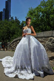 NEW YORK - 13 juni: Modelkalyn hemphill stelt in het Central Park Royalty-vrije Stock Afbeeldingen