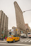 NEW YORK - JUNI 13: Plan järnbyggnadsfasad på Juni 13, 2013 Arkivbilder
