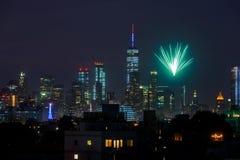 NEW YORK - 4 LUGLIO: Fuochi d'artificio sopra Manhattan veduta da Brooklyn Immagine Stock Libera da Diritti