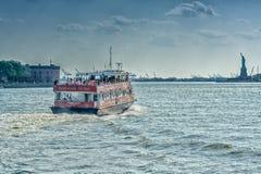 NEW YORK - 22 MAGGIO 2013: Navi nel mare del sud della via di New York Immagini Stock Libere da Diritti