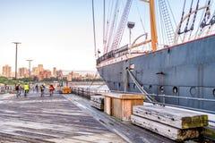 NEW YORK - 22 MAGGIO 2013: Porto marittimo del sud della via di New York E Immagine Stock
