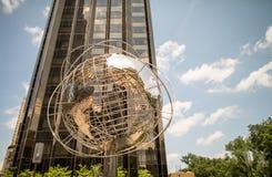 NEW YORK - MAJ 21: The Globe och det trumfhotellet och tornet på Co Fotografering för Bildbyråer