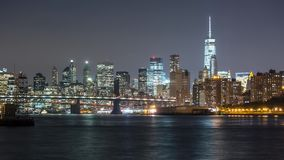 New York Manhattan bij nachtmening van Queens Timelapse stock videobeelden