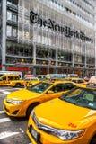 NEW YORK - 25 MARZO: Times Square, descritto con il Th di Broadway Fotografia Stock