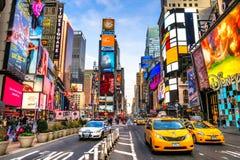 NEW YORK - 25 MARZO: Times Square, descritto con il Th di Broadway Fotografia Stock Libera da Diritti
