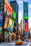 NEW YORK - 25 MARZO: Times Square, descritto con il Th di Broadway Fotografie Stock Libere da Diritti