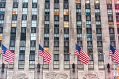 NEW YORK, NEW YORK - DECEMBER 27, 2013: De golvende Nationale Vlaggen van de V.S. Royalty-vrije Stock Afbeeldingen