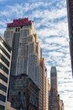 NEW YORK NEW YORK - DECEMBER 27, 2013: Det nya Yorker hotellet på 8th Aveny som byggs i 1929, berömt för den stilbuildin för ` s  Royaltyfria Bilder