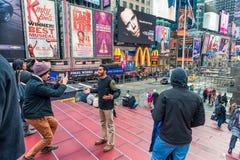 NEW YORK, NEW YORK - DECEMBER 27, 2013: New York Times-Vierkant met Toerist na Kerstmis Royalty-vrije Stock Foto's