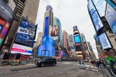 NEW YORK, NEW YORK - DECEMBER 27, 2013: New York Times-Vierkant met Toerist na Kerstmis Royalty-vrije Stock Foto