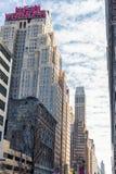 NEW YORK, NEW YORK - 27. DEZEMBER 2013: Das New- Yorkerhotel auf 8. Allee im Jahre 1929 errichtet, berühmt für sie ` s Art Deco A Stockbilder