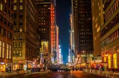 NEW YORK, NEW YORK - 31 DICEMBRE 2013: Via di New York prima dei nuovi anni EVE Immagini Stock