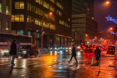 NEW YORK, NEW YORK - 10 GENNAIO 2014: Azione della via di New York con la gente Fotografie Stock Libere da Diritti