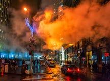 NEW YORK, NEW YORK - 10 GENNAIO 2014: Paesaggio urbano di New York con fumo nella via Fotografie Stock Libere da Diritti