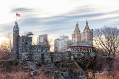 NEW YORK, NEW YORK - JANUARI 13, 2014: Kasteel in Central Park in NYC Cityscape op achtergrond Royalty-vrije Stock Foto