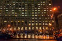 NEW YORK, NEW YORK - 10 JANVIER 2014 : Paysage urbain de New York Photo de nuit Images libres de droits