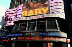 New York: Notizie elettroniche di movimento strisciante ABC-TV Fotografia Stock Libera da Diritti