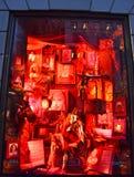 NEW YORK - 18 NOVEMBRE 2014 : Affichage de fenêtre de vacances de vue de spectateurs au bon homme de Bergdorf dans NYC Image libre de droits