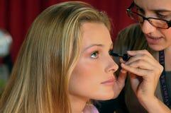 NEW YORK - 10 NOVEMBRE: Prepararsi di modello di Victoria's Secret Edita Vilkeviciute dietro le quinte durante il Victoria's Secre Immagine Stock Libera da Diritti