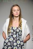 NEW YORK, NY - 19 DE OUTUBRO: Um modelo anda a pista de decolagem durante a estreia de Bonnie Young na semana de moda das criança Foto de Stock