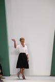 NEW YORK, NY - 8 DE SETEMBRO: Caminhadas de Carolina Herrera do desenhista a pista de decolagem no desfile de moda de Carolina He Fotos de Stock