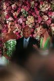 NEW YORK, NY - 9 DE SETEMBRO: Desenhista Oscar de la Renta (c) e Karlie Kloss modelo (L) caminhada a pista de decolagem Imagem de Stock Royalty Free