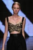 NEW YORK, NY - 8 DE SETEMBRO: Nastya Sten modelo anda a pista de decolagem no desfile de moda 2015 de Donna Karan Spring Fotografia de Stock